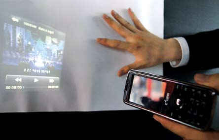 World's first projector phone by Logic Wireless