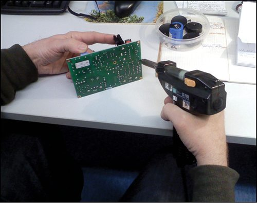 Fig. 2: Integrated type de-soldering unit