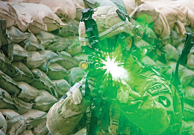 Laser dazzler (Laser weapons) for close-combat operation