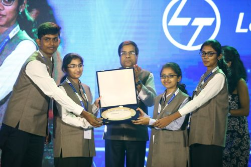 he team from Sri Ramakrishna Engineering College, Coimbatore receiving their trophy from Dr. Keshab Panda
