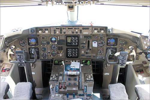 Cockpit of Boeing 757-300 (Credit: https://commons.wikimedia.org)