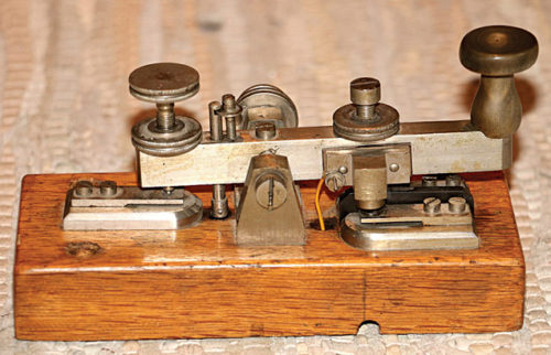 A Morse key, circa 1900 (Credit: upload.wikimedia.org)
