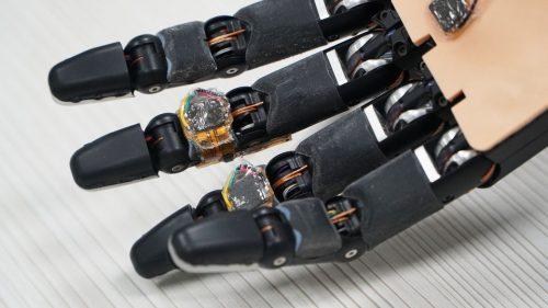 Intelligent Robotic Arm That can Self-Repair